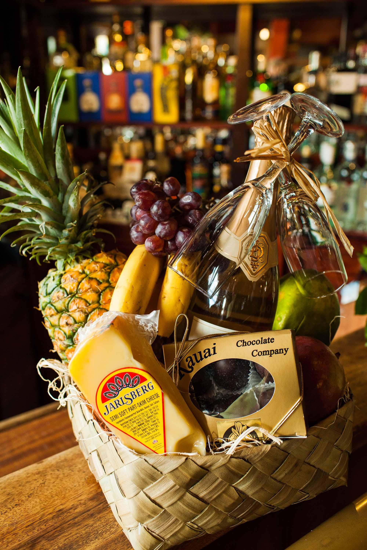 Mahina Mele (Honeymoon) Gift Basket